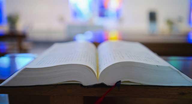 教会では聖書を大切にしています
