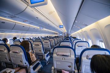 「伝え方が9割」の例として飛行機内において客席が並ぶイメージ